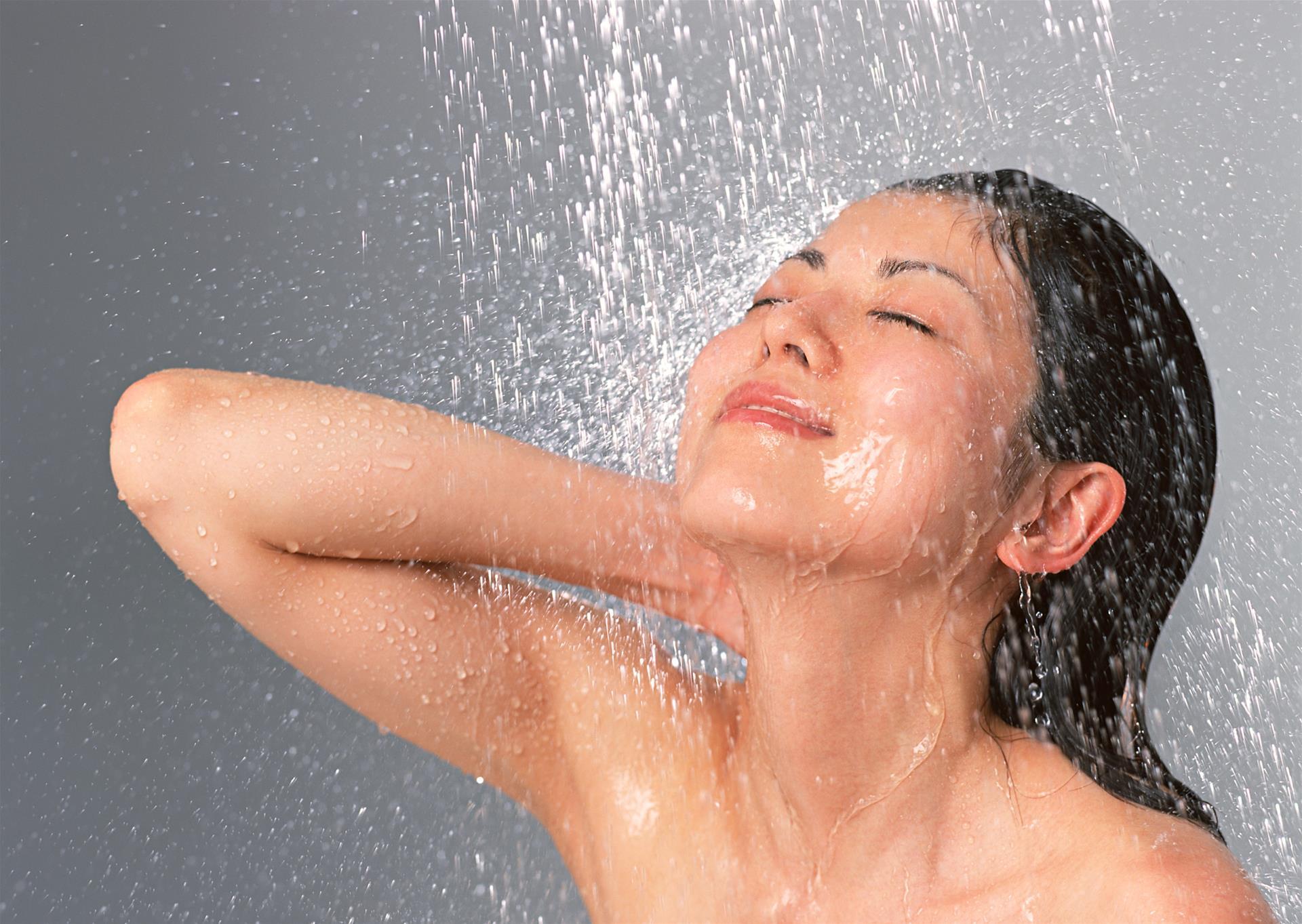 Смотреть бесплатно в онлайне как моются женщины, Эротика и порно, снятые в бане или в сауне смотреть 6 фотография